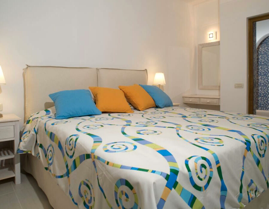 Levantes-bedroom-anema-residence