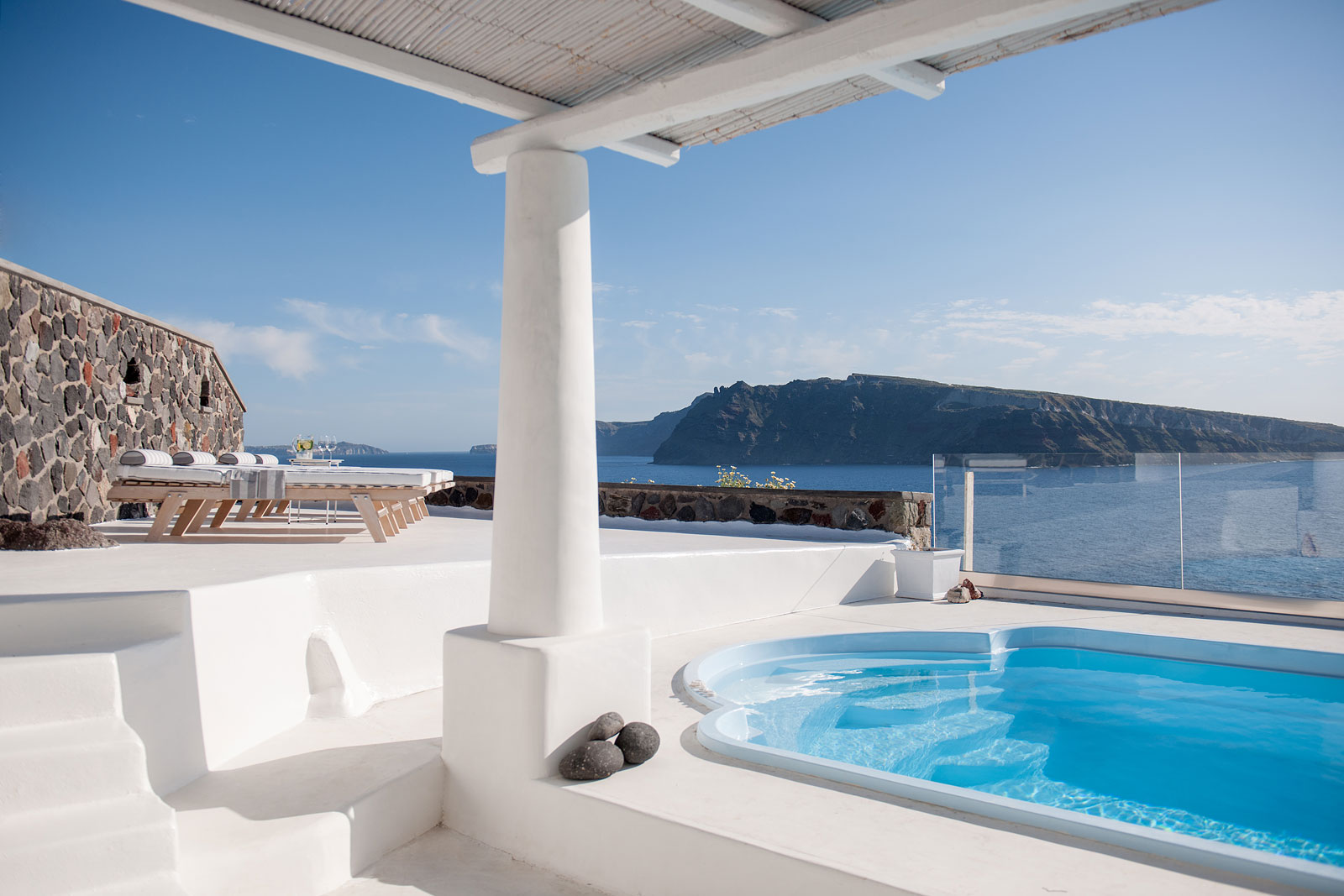 Luxury 3 bedroomed villas Oia