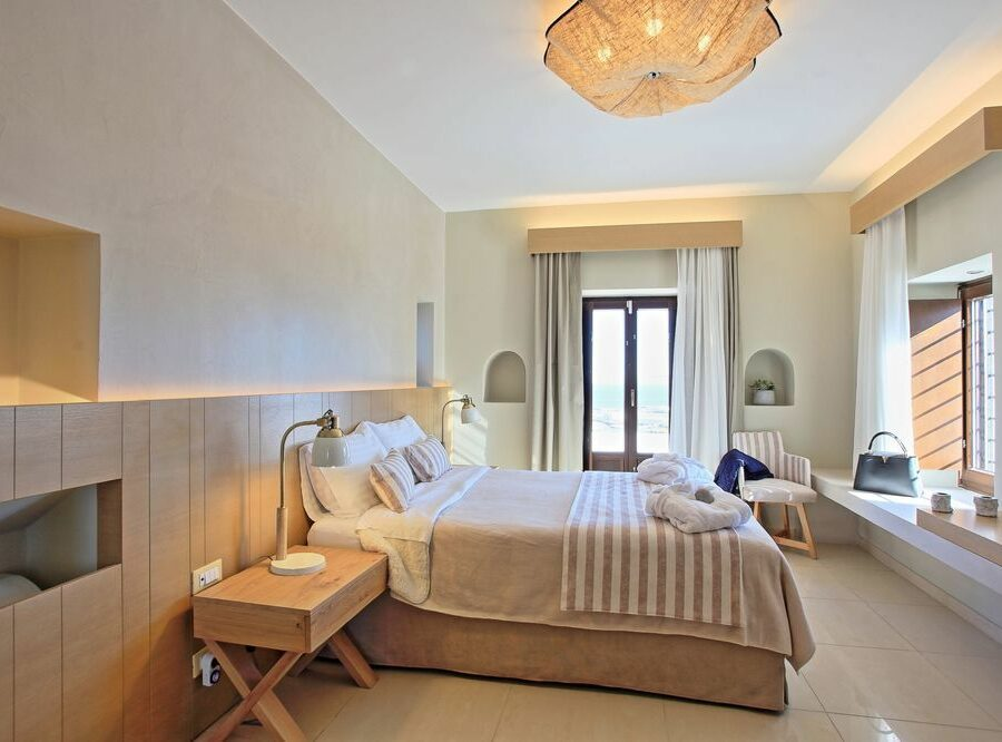 main-bedroom-irene's-villa-fira