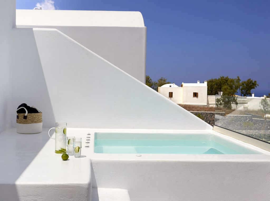 luxury suites santorini