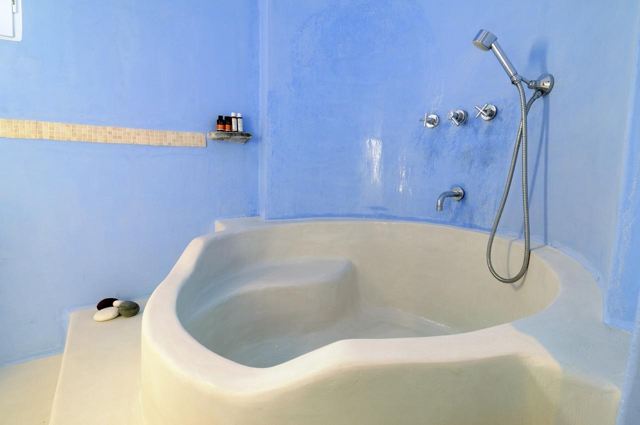 palazzo firostefani bathroom