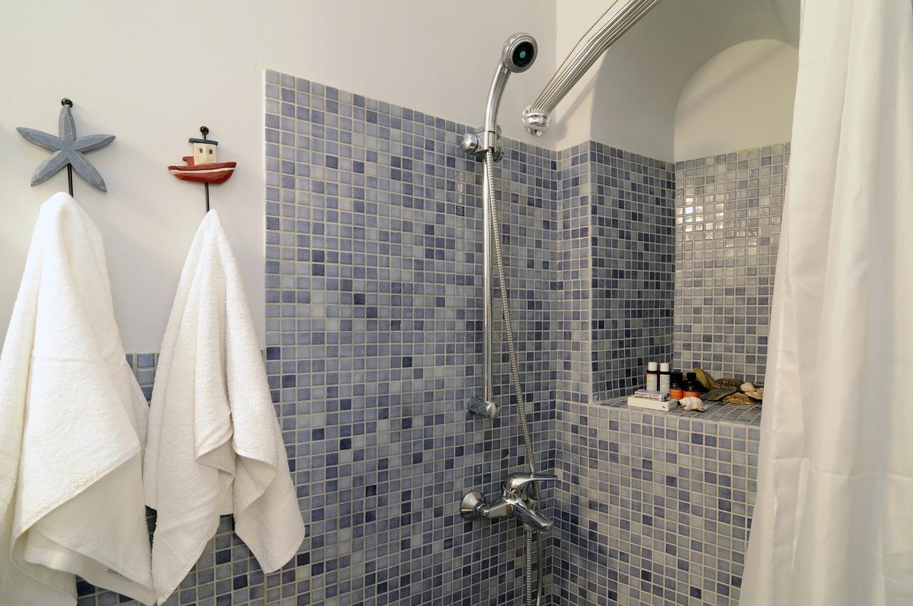palazzo firostefani shower