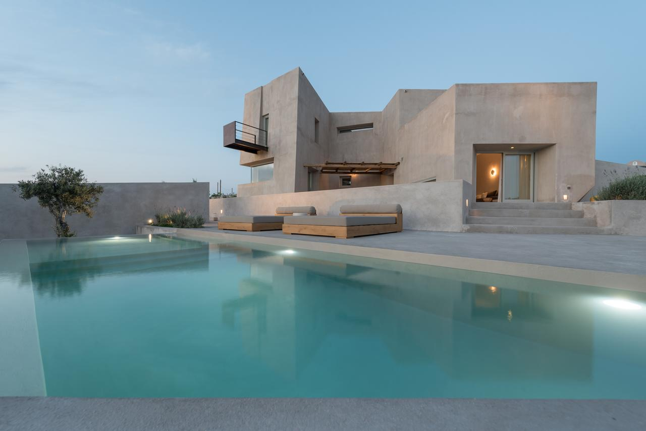 luxury villas in santorini