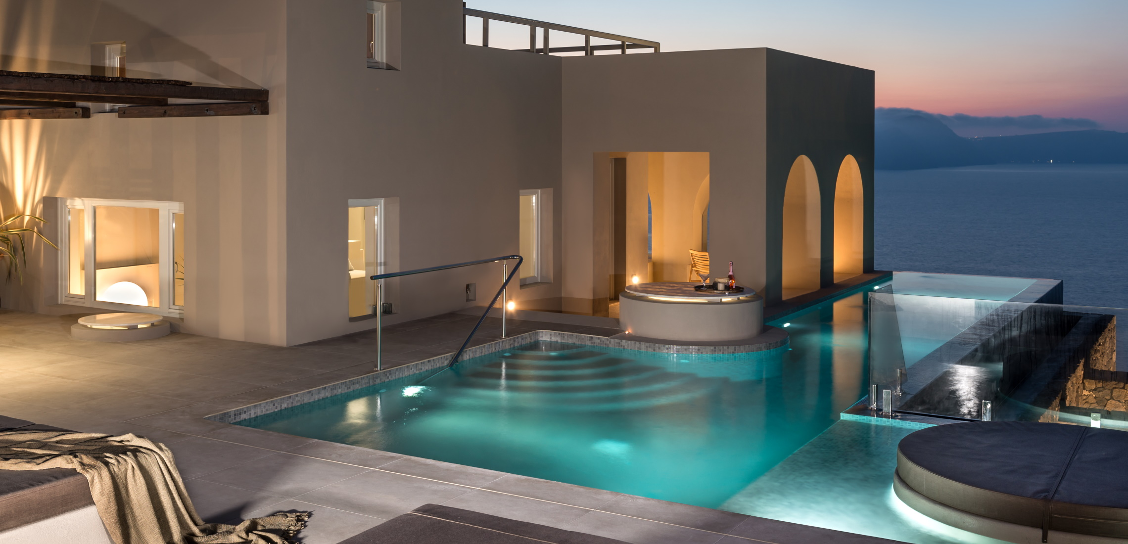 Akrotiri Luxury Villas