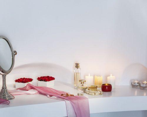 honeymoon suites santorini