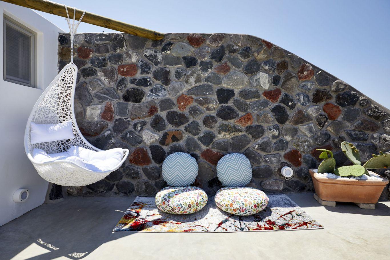 courtyard finikia luxury cave house