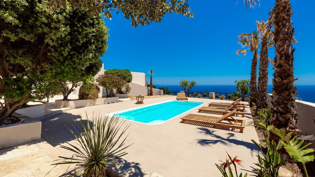 luxury villas imerovigli pool