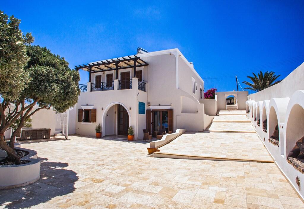 luxury villas imerovigli outside