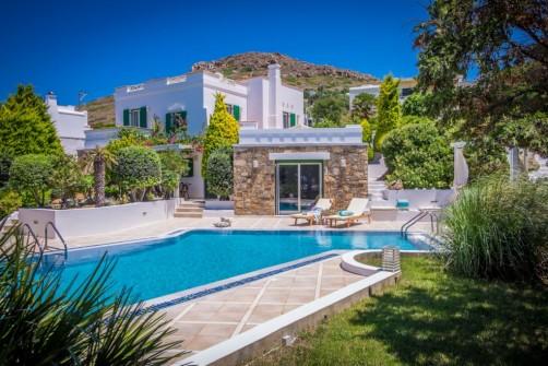 villas private pools naxos