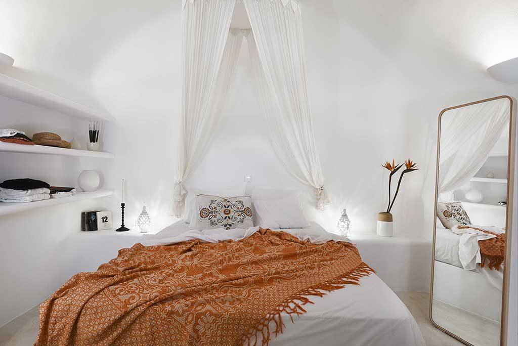 cave suites santorini bedrooms
