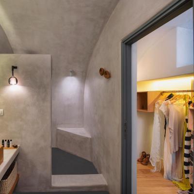 shower cave suites pyrgos santorini