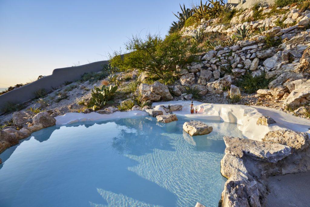 cave suites santorini pool