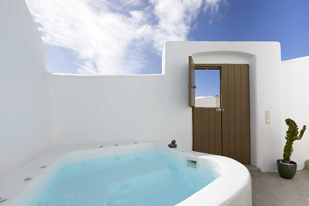 private jacuzzi suites santorini
