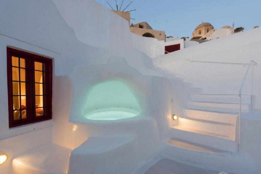 jacuzzi suites oia santorini terrace