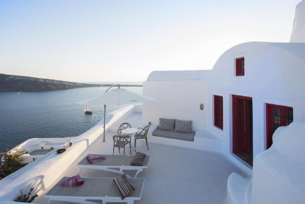 villas caldera views santorini