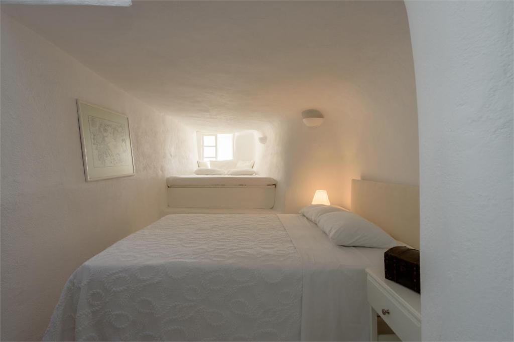 oia 3 bedroom villas rentals