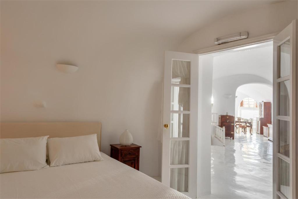 oia 3 bedroom villas jacuzzi