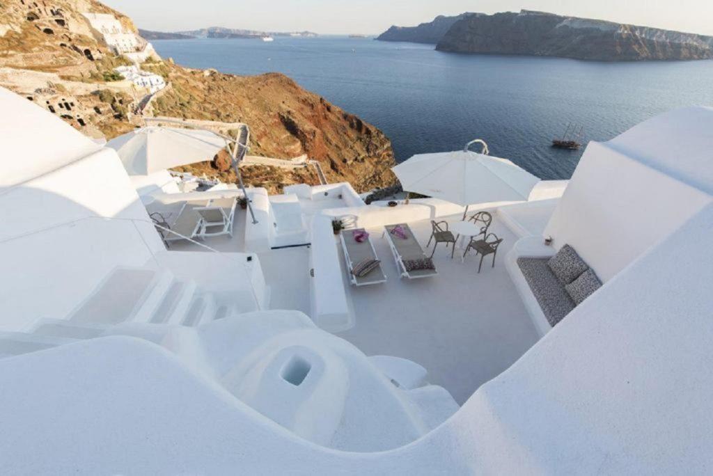 oia caldera view villas